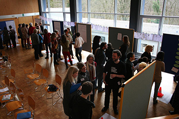 Die Teilnehmer im Arbeits- und Diskussionsprozess