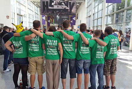 "Das HdM-Team ""Elena"" bei der gamescom 2016 in grün"