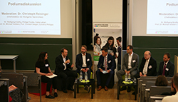 """Vertiefende Diskussionen und Aspekte zum Themenkomplex """"Fake News"""" am Publishers Day. (Foto: Gloria Dreiseidel))"""