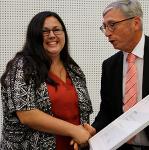 Studentin des Studiengangs Bibliotheks- und Informationsmanagement erhält Hochschulpreis für den besten Studienabschluss