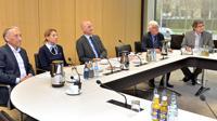 v. li.: Referatsleiter Kicherer, Bibliotheksleiterin Georgiou, Landtagsdirektor Frieß, Prof. Hütter (Erst-Prüfer), U. Wesser (Zweit-Prüfer)