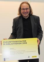 """Prof. Dr. Richard Stang erhält für das Projekte """"Lernwelten in Bibliotheken"""" De Gruyter-Preis """"Zukunftsgestalter in Bibliotheken 2018"""""""