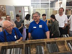 In der Museumsdruckerei konnten die Mediapublisher selbst wie Johannes Gutenberg drucken