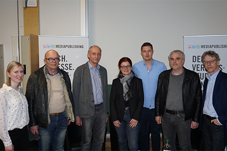 Die Diskussionsteilnehmer (v.l.): Manuela Kaczmarek, Tommy Nube, Stephan Mühlich, Maria Ebert, Fabian Öhrle, Kostas Koufogiorgos sowie Prof. Ulrich Huse