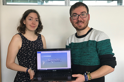 """Studenten Madeline Reinaldo Mendoza und Willi Schorrig mit ihrem Spiel Konzept """"Sonority"""""""