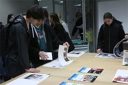 Viele Besucher auch bei den Entwürfen des 3. Semesters. (Fotos: jal)