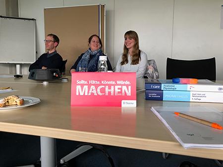 Konrad Seidel, Alice Meunier und Jenny Schuhmacher erzählen über ihre Arbeit bei Thieme.