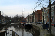 Ein Kanal in der Innenstadt von Groningen