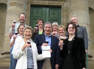 Fröhlicher Abschluss der Summer School – mit einem Glas Rotwein am Rotenberg