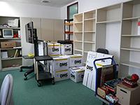 Die Kisten im Mitarbeiterbüro sind fast gepackt