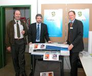 Prorektor Prof. Dr. Wolfgang Faigle mit Prof. Dr.Gunter Hübner und Guido Häussler von Hewlett Packard (v.l.)