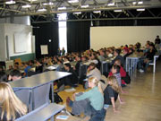 Erstsemester im voll besetzten Audimax