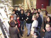 Studenten des Doppelstudiengangs besuchen regelmäßig Unternehmen aus der Branche