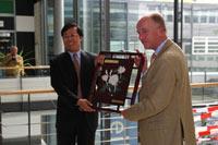 Staatssekretär Xue Hanjun mit Prof. Dr. Uwe Schlegel