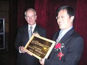 Professor Dr. Uwe Schlegel (Rektor HdM) und Zhou Xiaode (Stellvertretender Rektor TU Xi'an)