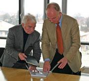 Adolf I. Döpfert (links) mit HdM-Rektor Uwe Schlegel