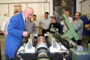 Demonstration an der Maschine