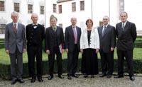 Prof. Dr. Thomas Hoffmann-Walbeck  mit Minister Prof. Dr. Peter Frankenberg und den anderen Preisträgern (Foto: Hochschule Offenburg)