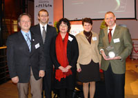 Prof. Dr. Wilfried Mödinger, Prof. Dr. Alexander W. Roos, Prof. Dr. Petra Grimm, Tanja Gönner und Dr. Klaus-Dieter Linsmeier (von links) - Zur Detailansicht