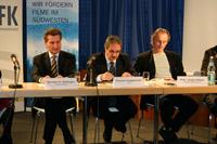 Ministerpräsident Oettinger und LFK-Chef Langheinrich bei der Pressekonferenz zum Sendestart