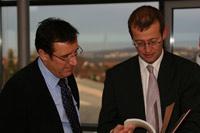 Minister Prof. Dr. Wolfgang Reinhart mit HdM-Rektor Roos