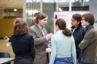 Master-Studiendekan Prof. Dr. Christoph Häberle im Gespräch mit Interessenten