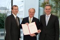 Professor Dr. Alexander Roos, Dr. Bernd Kobarg, Staatssekretär Dr. Dietrich Birk (v.l., Foto: Sven Cichowicz)