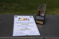 Auszeichnung mit Urkunde und Skulptur