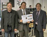 Michael Stühr (rechts) mit Prof. Christof Seeger (Mitte) und Roland Pfeifer (links) bei der Abnahme des Systems an der HdM