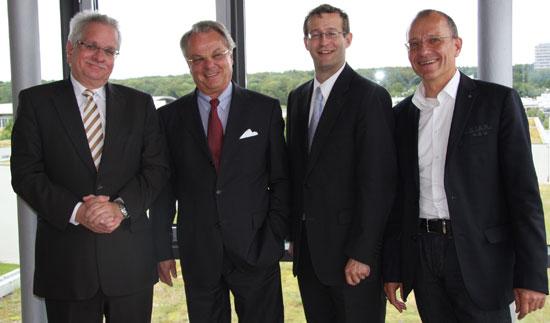 Prof. Bernd Jürgen Matt, Ehrensenator Dr. Bernd Kobarg, HdM-Rektor Prof. Dr. Alexander Roos und Klaus Haasis (von links)