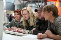 Bei der MediaNight stellen Studierende Projektarbeiten vor