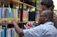 Studierende des Studiengangs Bibliotheks- und Informationsmangement bei der Medienrecherche