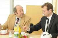 Prof. Dr. Wolfgang Faigle, Prorektor für Forschung an der HdM, mit Rektor Prof. Dr. Alexander Roos