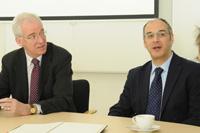 Die Gäste aus Schottland: Prof. Seamus McDaid, Rektor, und Prof. Dr. Hassan Hassan, Prorektor für Forschung (rechts)