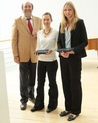 Laudator Prof. Dr. Wolfgang Faigle mit Ellen Reichmann und Anna Kathrin Klug (von links)