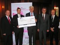 Spenden-Übergabe: Martin Hemmer, Prof. Dr. Alexander W. Roos, Dr. Wolfgang Müller, Volker Stich und Prof. Ronald Schaul (von links, Foto: BBBank)