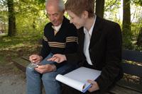 Ein Usability-Test mit einer älteren Testperson (Foto: UID)