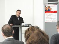 Professor Peter Schäfer gratulierte (Fotos: Petra Rösch)