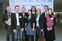 Die Talk-Gäste mit den Moderatorinnen (Mitte)