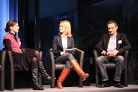 Die SPD-Wahlkampfhelferin Tina Werner (links) und der FDP-Landtagskandidat Benjamin Strasser
