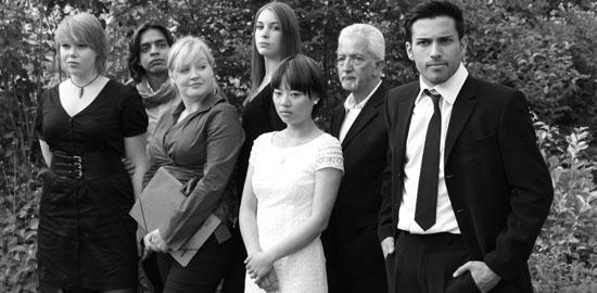 Die Darsteller: Sarah Ziener, Ahmad Khan, Elisa Rakkolainen, Isabel Nagel, Xinni Tian, John Doyle, Robi Banerjee (von links nach rechts)