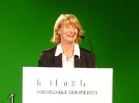 Prof. Katja Koeppl strahlt