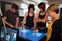 An einem Multitouch-Tisch konnten Teilnehmer zeichnen, wie sie sich Icons für Funktionen vorstellen