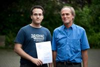 Preisträger Filipe Campos Santos mit Prof. Dr. Wolf-Fritz Riekert (von links)