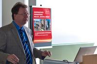 Uni-Rektor Ressel freut sich über die wissenschaftliche Zusammenarbeit