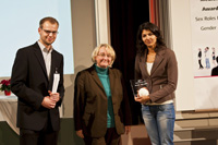Laudator Sauer, Ministerin Bauer und Preisträgerin Gita Datta (von links)