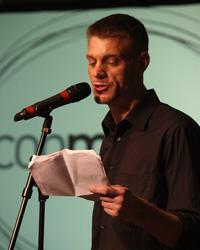 Poetry-Slammer Björn Högsdal sorgte für Lacher