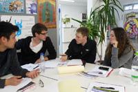 Gipsverbände als Geschäftsidee: Die Studierenden bereiten sich auf ihren Elevator-Pitch vor