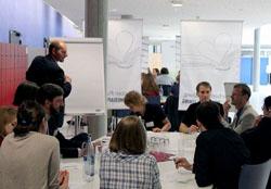 Olaf Braun von wissenmedia moderiert einen Talkshop (Foto: lk039)