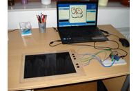 Das prämierte Digital Whiteboard mit Auswerteelektronik im Zusammenspiel mit einem Laptop